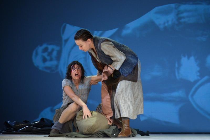 Brecht: Kurázsi mama, Pálos Hanna (Kattrin) és Fullajtár Andrea