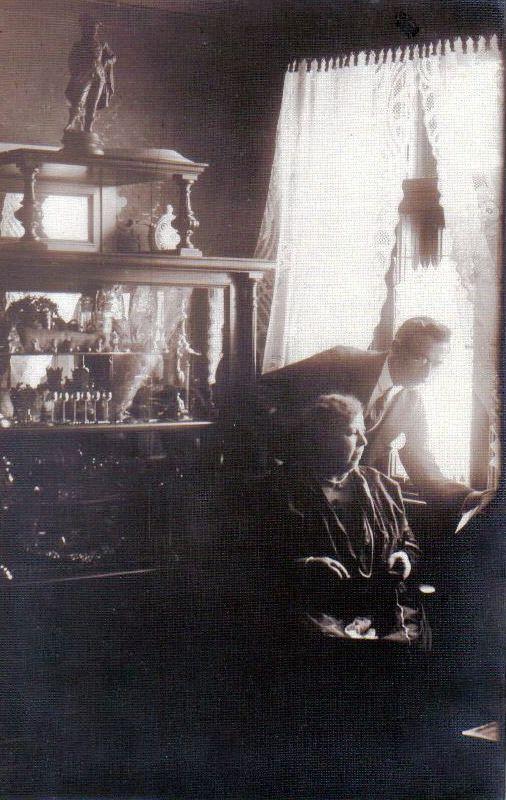 Széll nagyanyám és Emil nagybátyám a 20-as évek végén (2)(1)