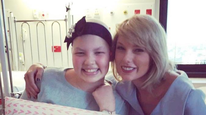 Taylor Swift beteg gyerekeket látogat