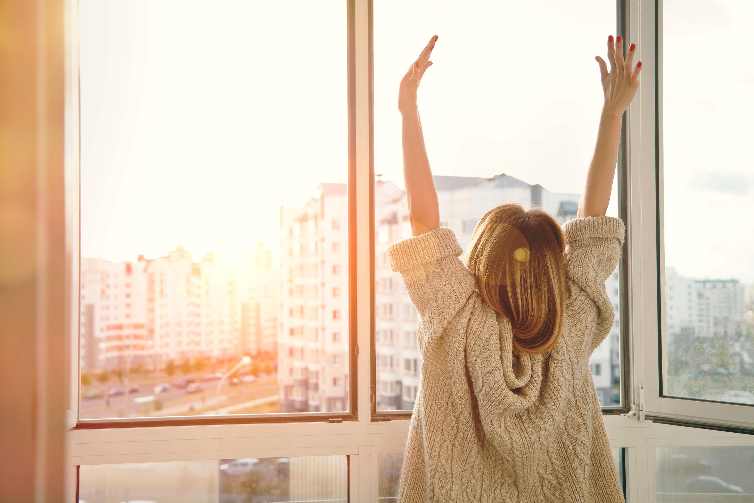 Hogyan aludjunk: csukott vagy nyitott ablaknál?