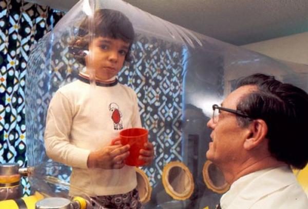 Egész életét egy műanyag sátorban töltötte a kisfiú