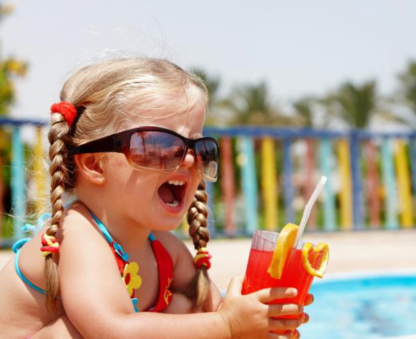 Mennyit és mit igyon a gyerek a hőségben?