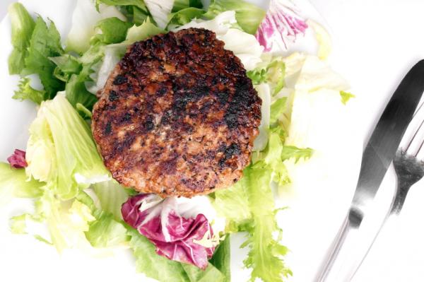 Hamburger pogácsa salátával - Egészségséf