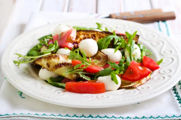 Saláta grillezett cukkinivel - Egészségséf