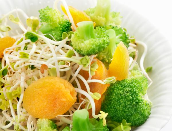 Sárgabarackos brokkolisaláta - Egészségséf