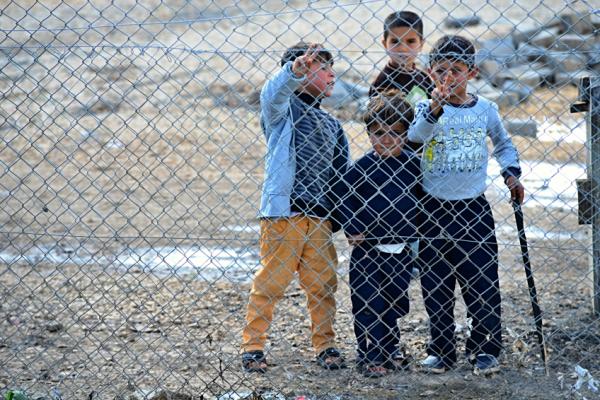 Menekültek: Nincs közvetlen veszély, de nem árt vigyázni