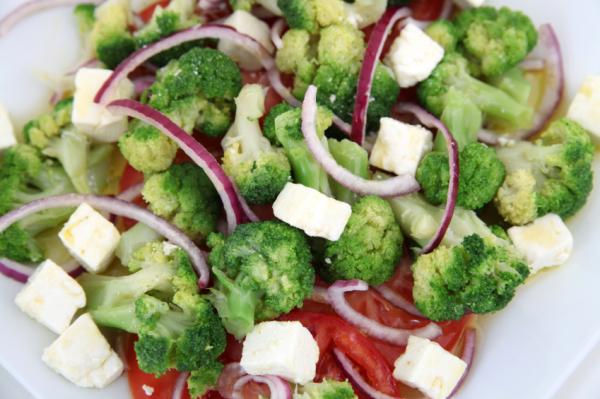 Brokkoli saláta - Egészségséfünk receptje
