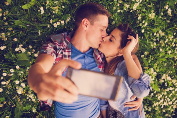 Így csókolóznak a világ különböző tájain!