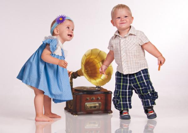 A babák bírják a zenét! De miért?