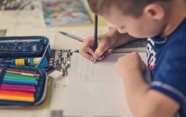 Így segítsük a gyereket a tanulásban