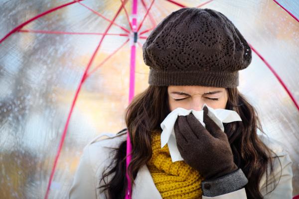 Egymást fertőzzük egész ősszel-télen! De miért nem maradunk otthon?