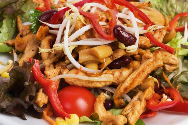 BBQ csirkesaláta - Egészségséfünk receptje
