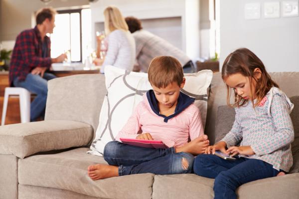 Púposak a gyerekek az okostelefontól