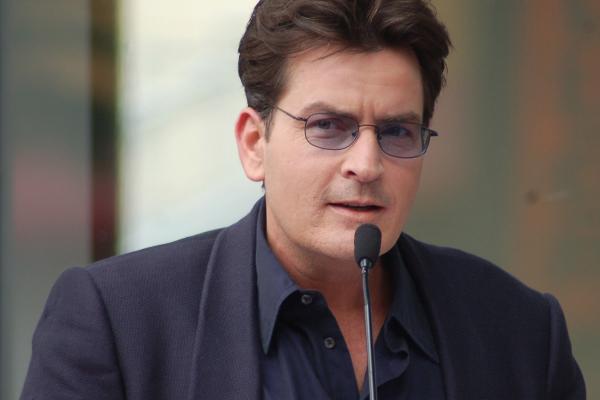 Ügyvédhez fordultak Charlie Sheen volt szexpartnerei