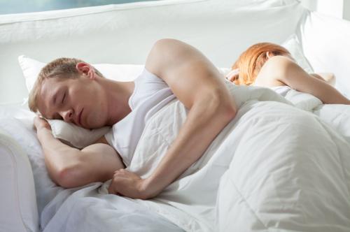 A külön ágy megmenti a párkapcsolatot?