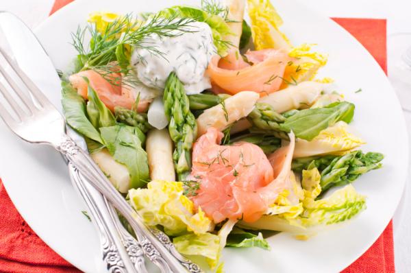 Lazacos, spárgás saláta - Egészségséfünk receptje