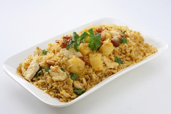 Pirított rizs csirkemellel és ananásszal - Egészségséf