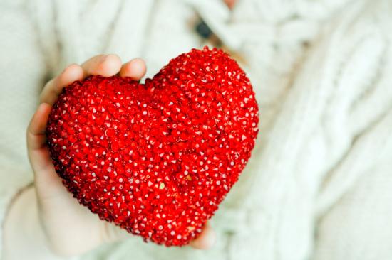 Hordható defibrillátort kapnak az amerikai szívbeteg gyerekek