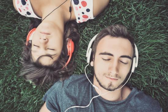 Zenére többet szeretkezünk