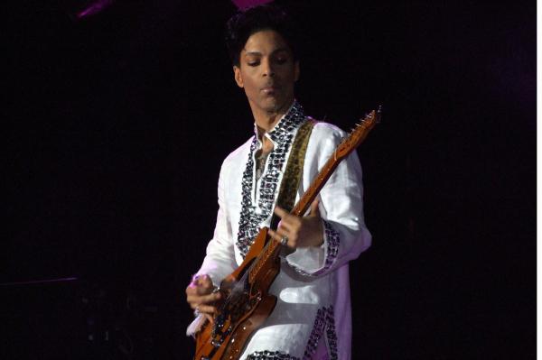 Drogtúladagolásban halhatott meg Prince