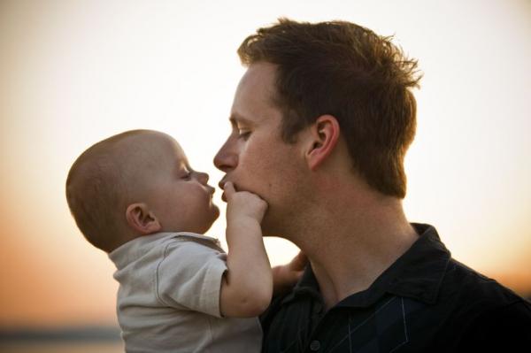 Az apa kora és életmódja is hatással van a magzatra