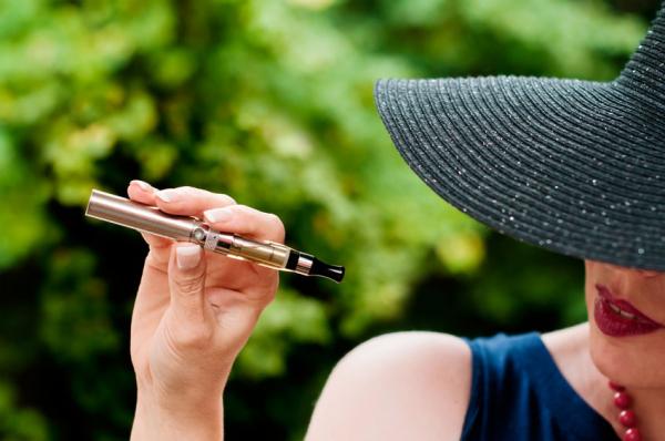 Csak ott e-cigizz, ahol dohányozni is lehet!