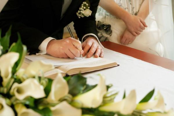 Kevésbé fogyunk, sokan házasodunk