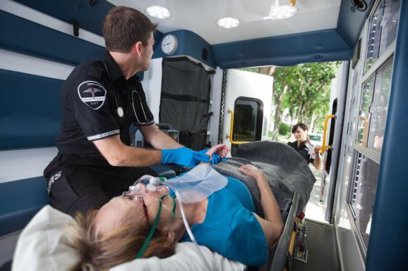 Stroke gyanúja esetén azonnal a mentőket kell hívni