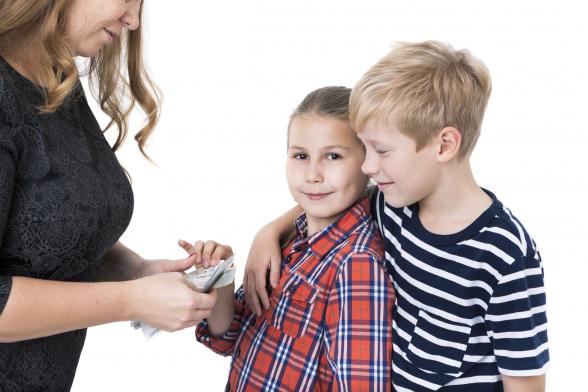 Heti 1100 forint zsebpénzt kapnak a kiskamaszok