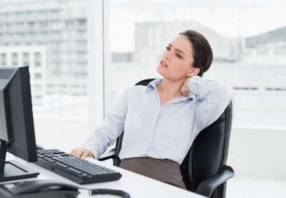 A nyakfájdalom 3 komoly jele