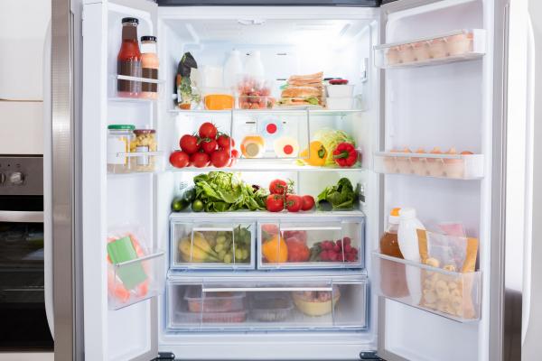Zöldség, gyümölcs, tejtermék és pékáru landol a kukában