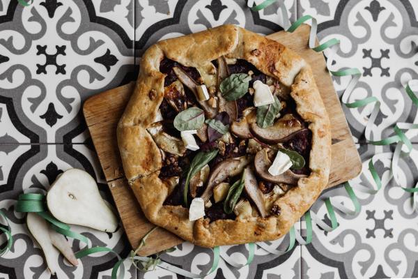 Szilveszteri étkek: Céklás camembertes házi lepény