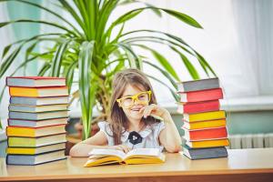 Az iskolai teljesítményt növeli az olvasás