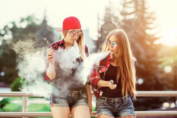 Az ízesített elektronikus cigaretta sem forgalmazható