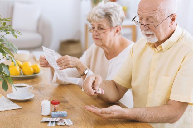 Nem járunk orvoshoz, de sok gyógyszert szedünk