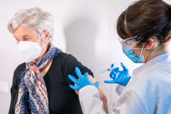 Az EU engedélyezte a Pfizer/Biontech vakcinát