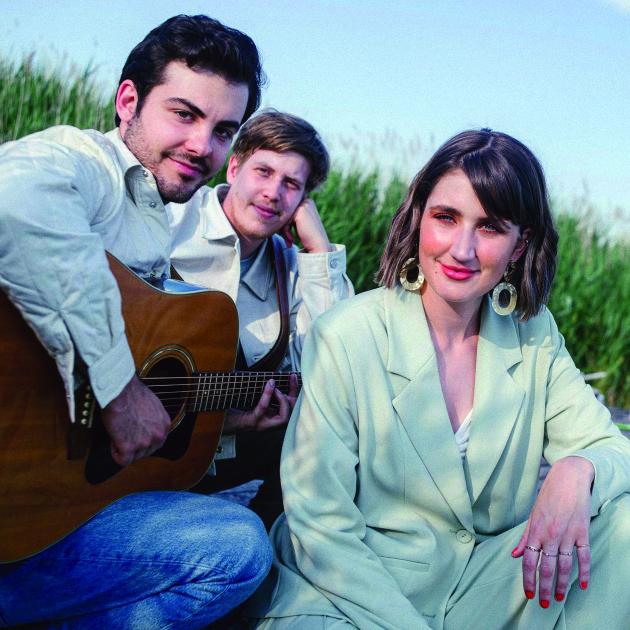 Interjú Lábas Vikivel, a Margaret Island énekesével