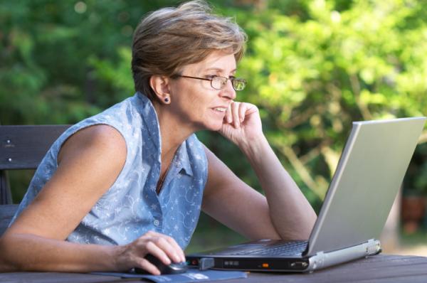 Az érett hölgyek interneten ismerkednek