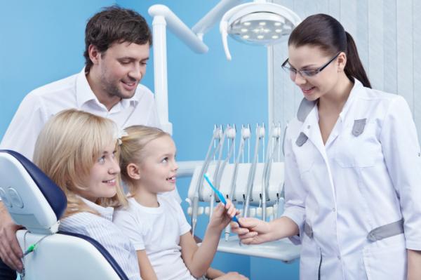 Családostul a fogorvosnál