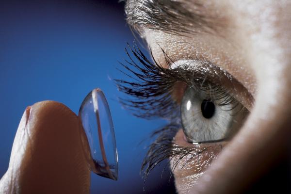 A kontaktlencse vagy szemüveg?