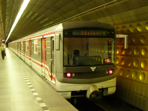 Flörtkocsi a prágai metrón
