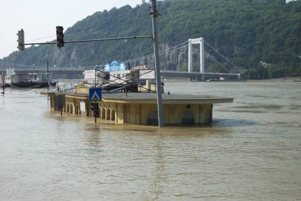 Budapesten a 860 centiméteres vízállás sem kizárt