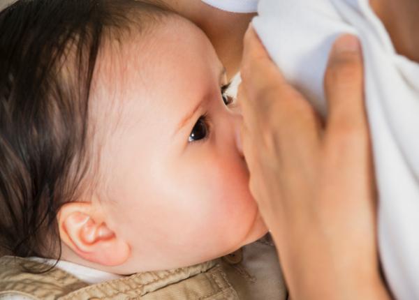 Az anyatej segíthet feljebb jutni a társadalmi ranglétrán