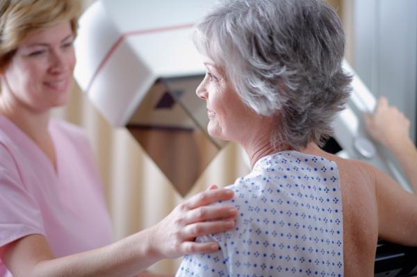 Életmentő lehet a 45 és 65 év közötti nők emlővizsgálata