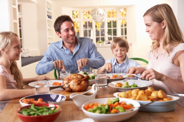 Beszélgessünk étkezés közben! - Jót tesz a gyereknek