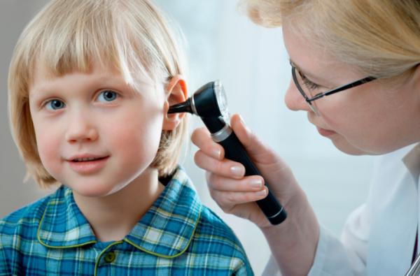 Így vigyázzunk a gyerek fülére a nyáron