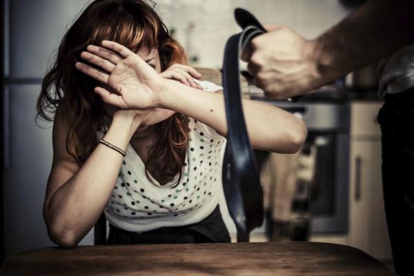 Nők bántalmazása