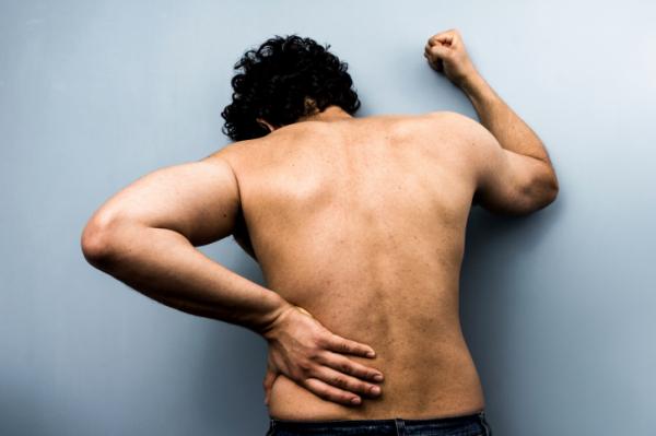 Fáj a hátad? Ez állhat a háttérben!