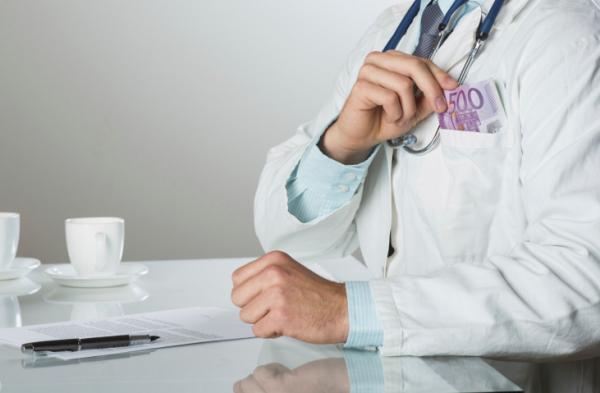 Hálapénz miatt pénzbüntetésre ítéltek tíz fővárosi nőgyógyászt