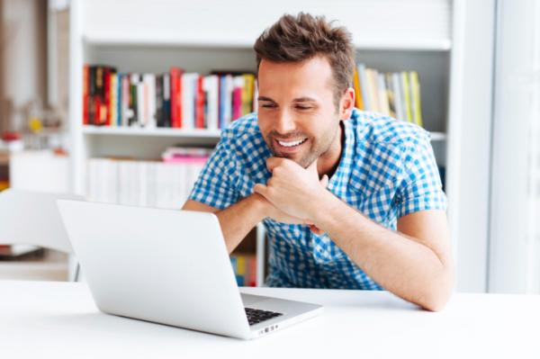 Mit néz a férfi, ha internetezik?